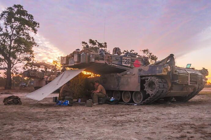 Australian_Soldiers_M1A1_Abrams_in_2015
