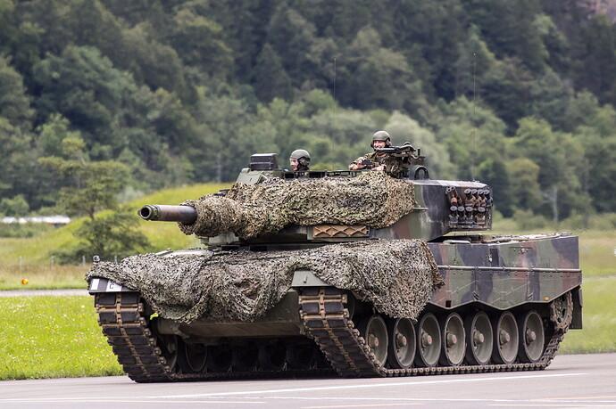 Leopard_2_Tanks_Camouflage_German_528957_4608x3072