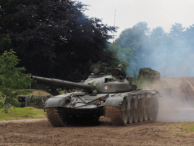 Tanks_T-72_Tankfest_2015_436331