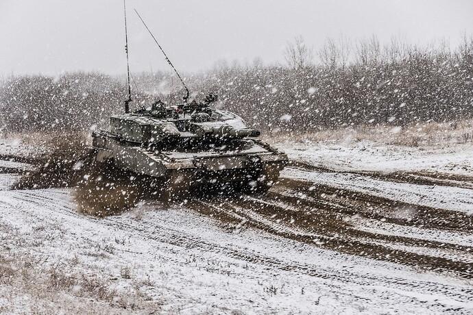Tanks_Leopard_2_Snow_German_Snowflakes_534358_2560x1709