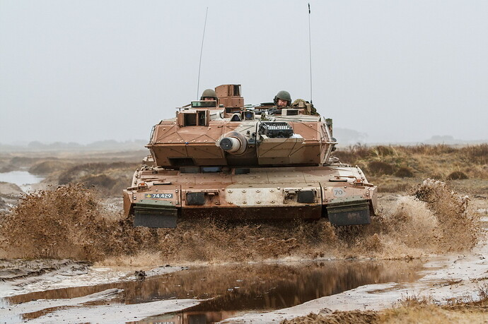 Tanks_Leopard_2_Mud_German_Front_535160_2048x1365