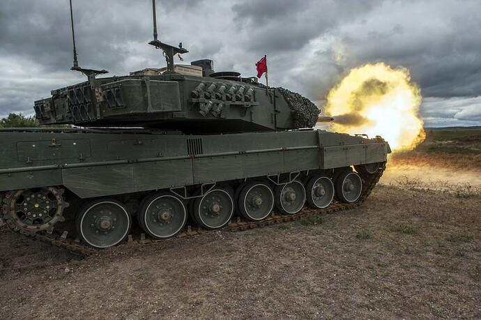 Tanks_Leopard_2_Firing_German_532727_2560x1703
